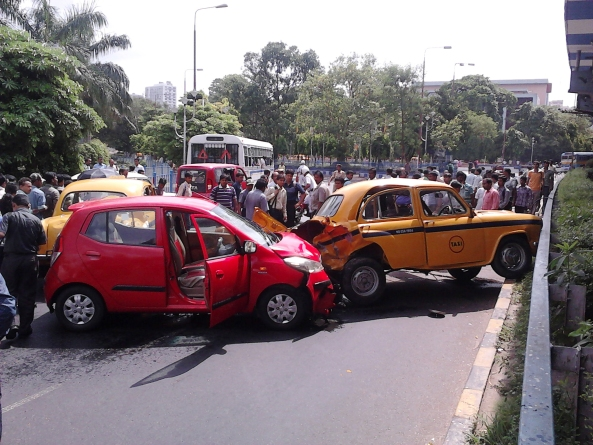 An accident on Kolkata roads. Source ~ kiwigypsydotcom.com